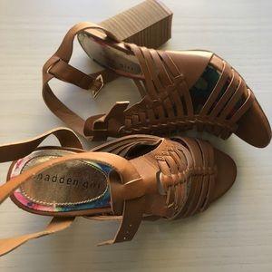 Strappy block heel w/ light cushioning for comfort